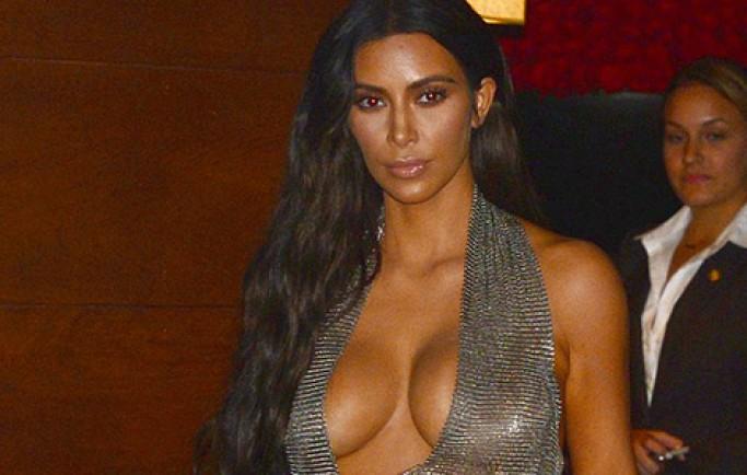 Kim Kardashian khoe vòng một với váy khoét ngực
