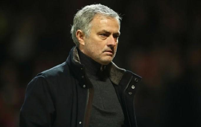 """8live đưa tin Lợi dụng MU thua đau, De Boer """"xát muối vào tim"""" Mourinho"""