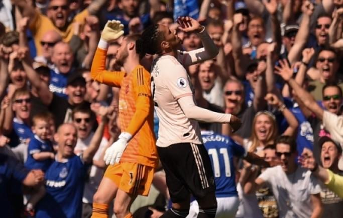 Báo 8live đưa tin Cựu sao Everton lên tiếng, chỉ cách cho Man Utd hạ Man City