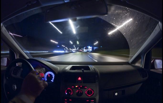 Cách lái xe ô tô an toàn vào ban đêm