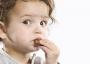Cho bé 1 tuổi ăn socola có làm sao không