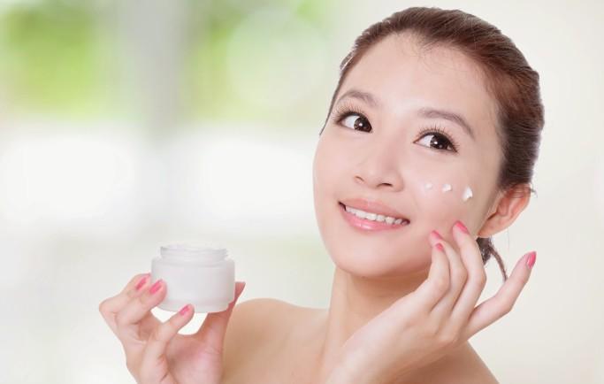 Hướng dẫn làm da mặt trắng hồng với sữa chua hiệu quả nhanh 99%