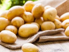 Loại bỏ sạch mụn và vết thâm hiệu quả từ khoai tây
