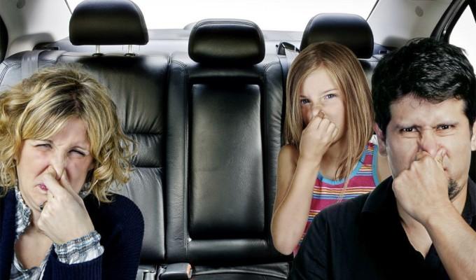 Mùi hôi trong xe ô tô sẽ biến mất nếu biết điều này