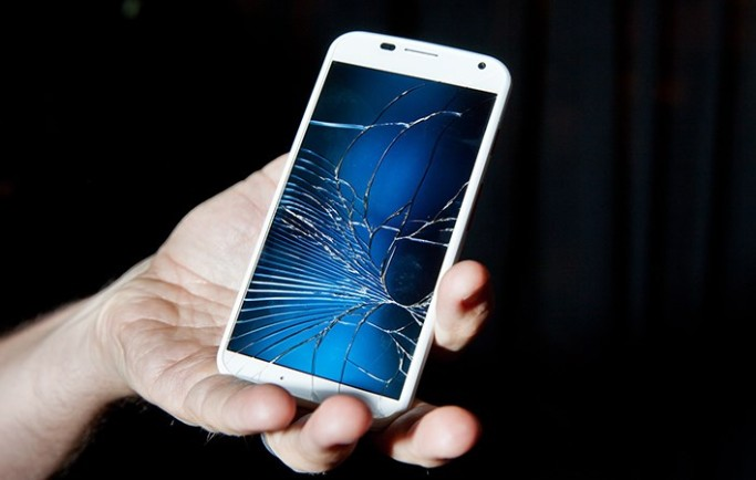 Sẽ có loại kính mới giúp smartphone chống vỡ trong tương lai?