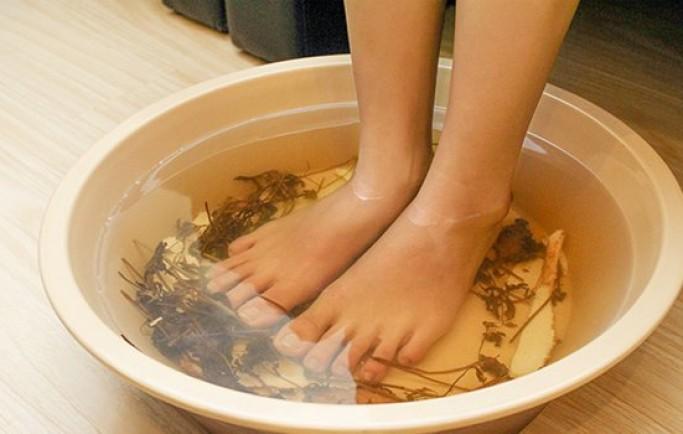 Tại sao lại nên ngâm chân trước khi ngủ ?