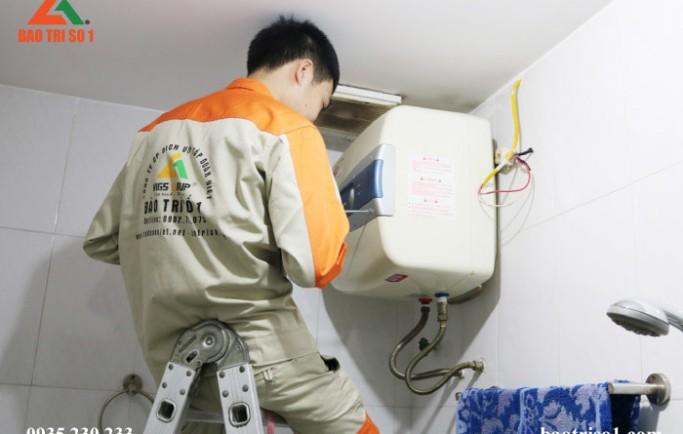 Gọi số 0988 230 233 để có thợ đến lắp đặt bình nóng lạnh