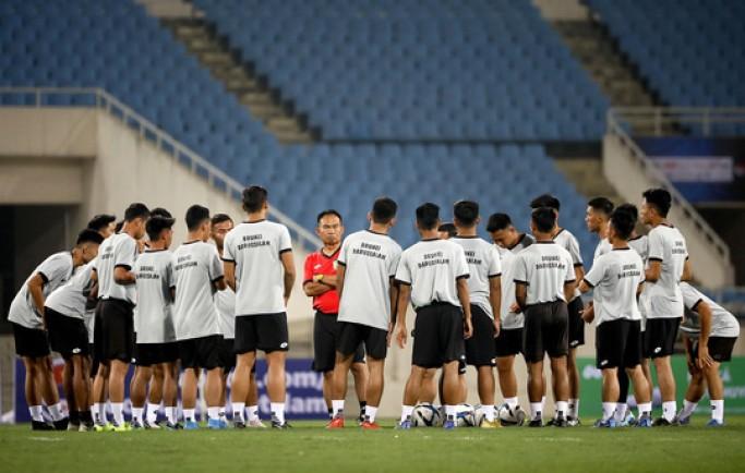 Tin từ 8live: Vì sao HLV Park Hang-seo cho học trò tập luyện ngay trước giờ đấu Brunei?